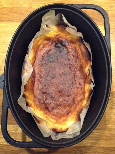 専用ダッチオーブンで作る 「ベークドチーズケーキ」