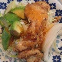 定番鶏むね肉唐揚げのグリーンサラダにんじんオイル