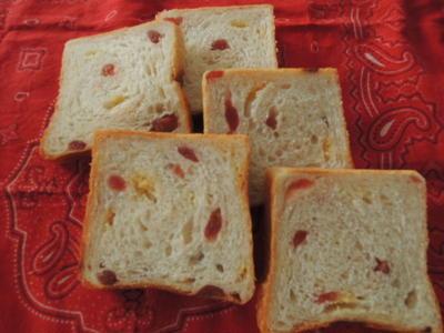 Iいちご&ホワイトチョコ食パン