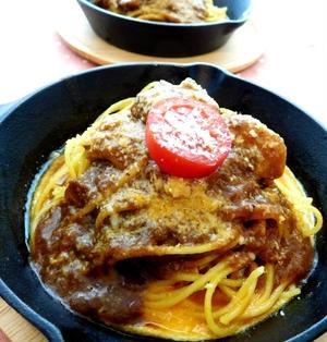 レトルトカレーで!焼きトマトをのせたカレースパゲッティ