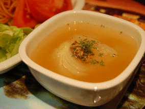 丸ごと新玉葱のスープ