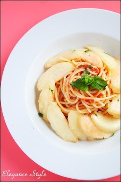 冷たい桃のスパゲッティ