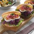 シュレッドビーフと茹で卵、紫キャベツのサンドイッチ♪