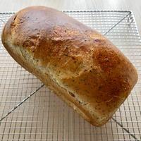 紅茶と蜂蜜のパン、モカチョコマカダミア、ウインナーチーズパン