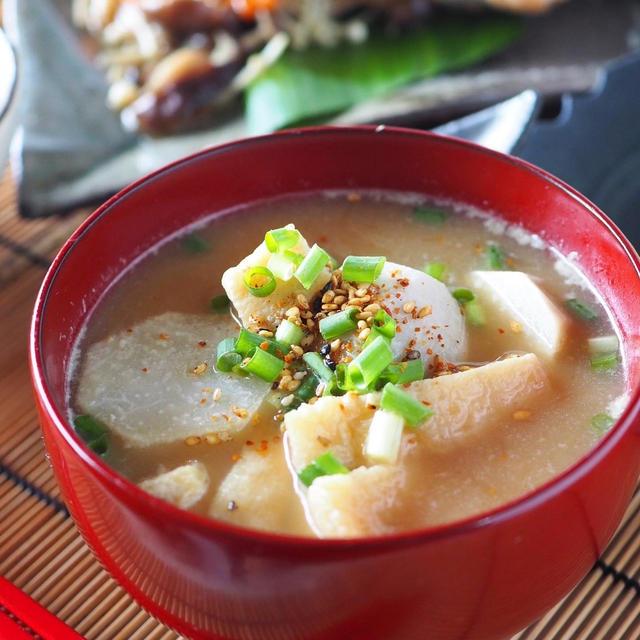 【うま味調味料を使って減塩味噌汁】里芋と油揚げの減塩味噌汁