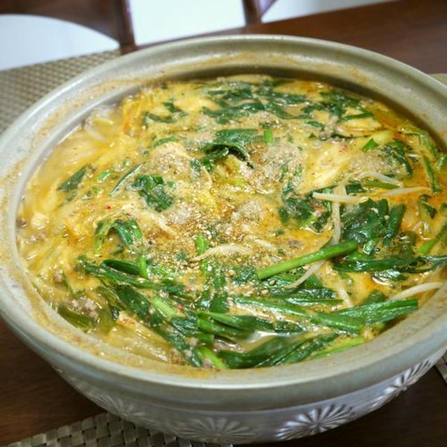 挽肉の2種豆腐と野菜のごま味噌キムチ鍋♪