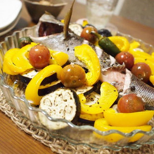 いさきと夏野菜のオーブン焼きとトマトとレタスのスープ