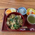 仲直り豆腐卵とじ丼と簡単ピクルス