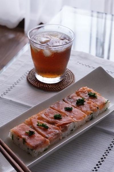 クレソンとスモークサーモンの押し寿司