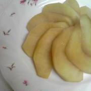 フライパンでメイプルシロップ蒸しりんご