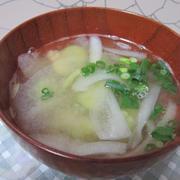 ソラマメとたまねぎの味噌汁