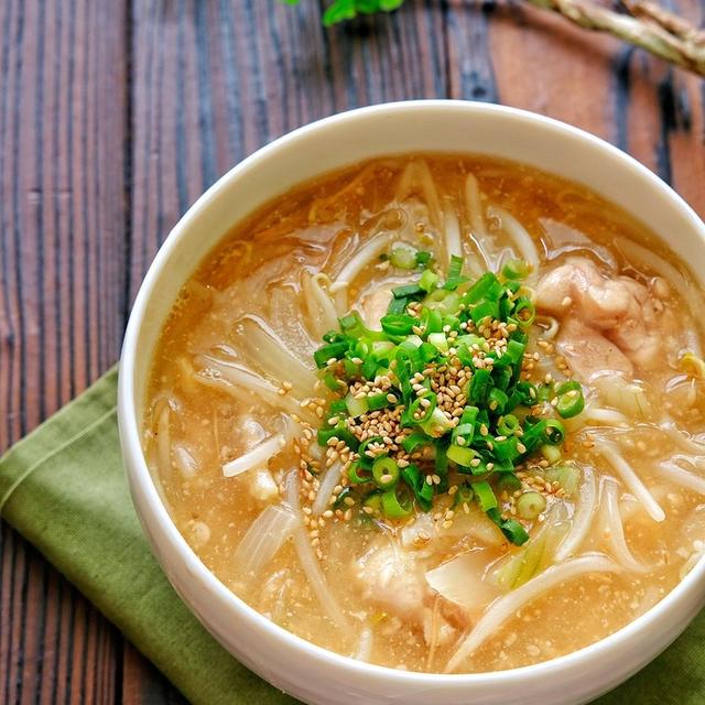 柔らか鶏肉ともやしの味噌ラーメン風とろみ春雨スープ