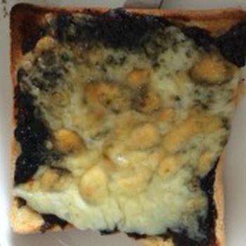 海苔の佃煮とチーズのトースト
