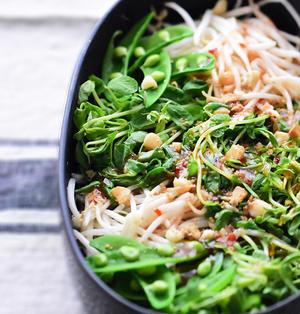 【3分】何これ美味しい!病みつき♪豆苗とナッツのタイ風サラダ