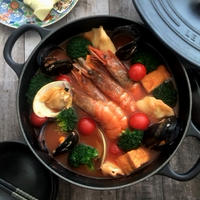 おだしとトマトジュースでちょっと豪華に魚介トマト鍋