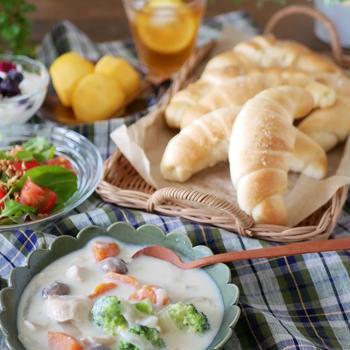 塩バターパンとホワイトシチュー