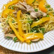 野菜の甘みと香味野菜とスパイスで美味しい!パプリカとセロリのアジアン焼きそば。