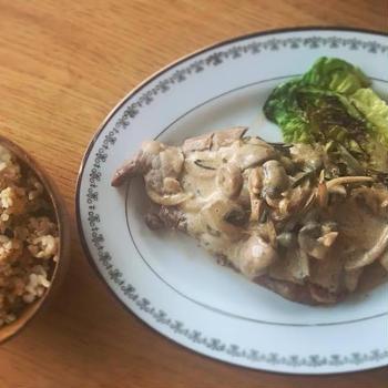 牛蒡の炊き込みごはんと塩豚のステーキ☆マッシュルームのブランデーソースと檸檬胡椒添えの献立