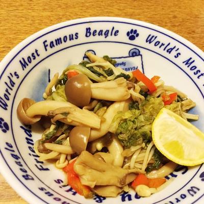 ぷちピーがアクセント♪ きのこミックスと白菜のサッと煮☆
