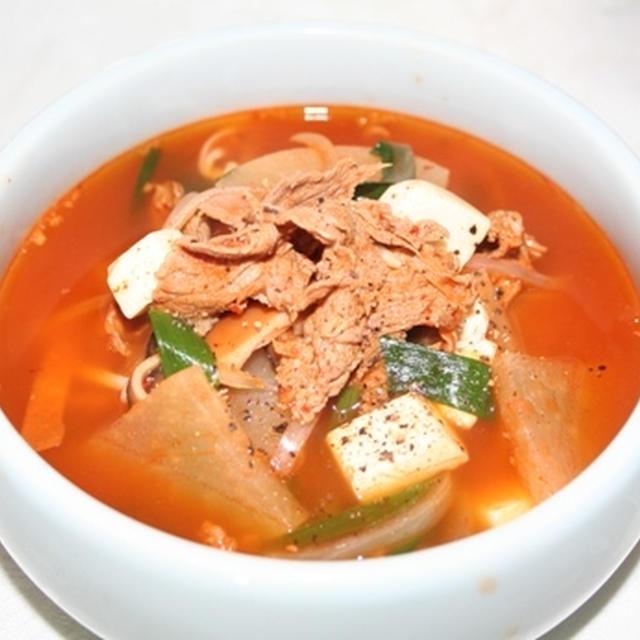 辛!ソゴギグッ(얼큰한 소고기국) -- クッパに最高!牛肉の辛いスープ