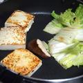 すき焼き鍋で焼き豆腐☆好きな量を