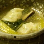 チンゲン菜としいたけの水餃子スープ