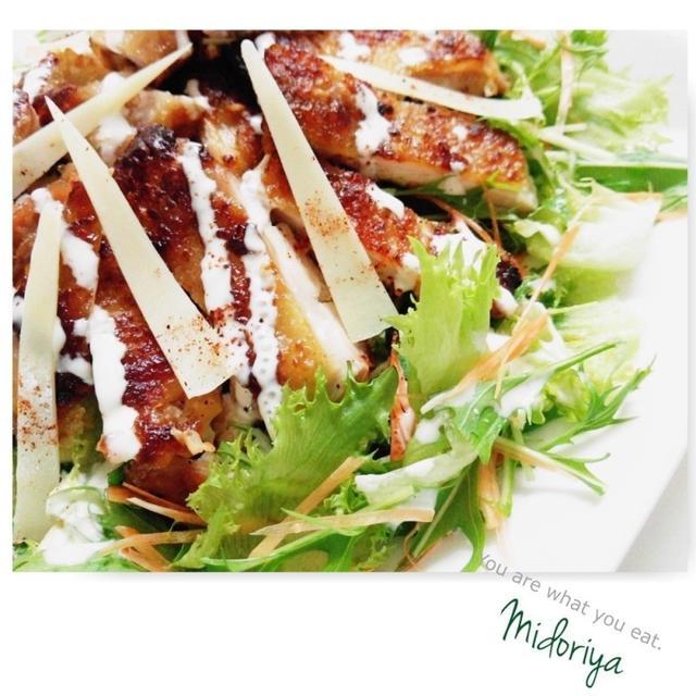 パリパリ糀鶏のエスニックサラダ仕立て