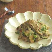 フライパンひとつで簡単調理☆鶏肉とまいたけのねぎ塩炒め by kaana57さん