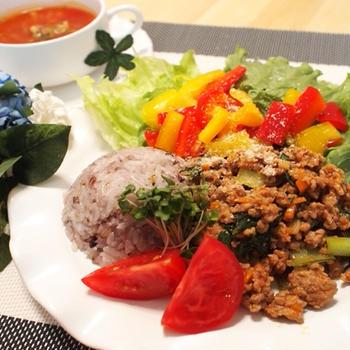 トマト好きに贈る野菜たっぷりケチャップひき肉ごはんと、買った服が翌日に値下げされた話。