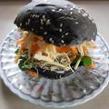 チャコールバーガーで野菜サンド