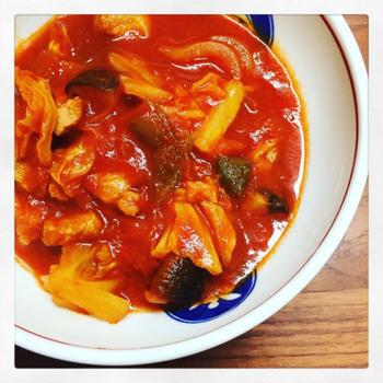 今日は、豚肉のトマト煮込み。豚ロース、キャベツ、椎茸、玉ねぎ、ピーマンを使用。合わせたのは、デルモンテの基本の完熟トマトソース。お...