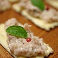 小岩井乳業のぬるチーズでクロスティーニ、作りました。