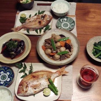 めでたい食卓イメージで用意した。献立。 鯛はやっぱりめでたい(*´∀`*) 自分で作ったのに、 食べられてないのが残念。。