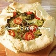 クリスマスに!クリスマスカラーで盛り上がる♪ブロッコリーとミニトマトのチーズタルト