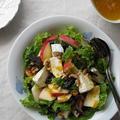 林檎とプルーン、カマンベールのサラダ