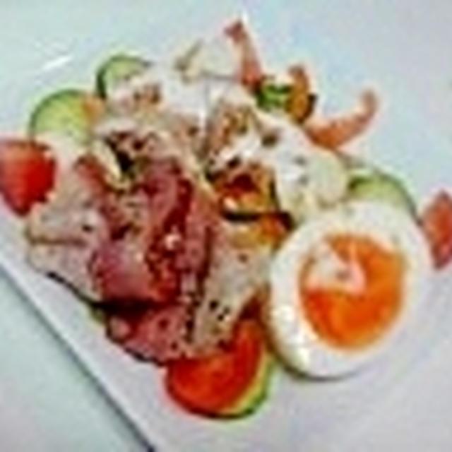 一皿でお腹いっぱい!朝からてんこ盛りの贅沢サラダ♪