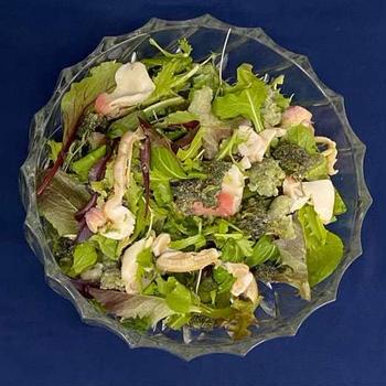 ほっき貝と茎わかめのグリーンサラダ