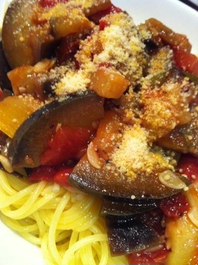 茄子とズッキーニのトマトパスタ