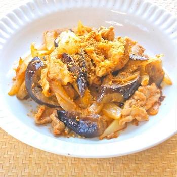 サッと炒めて簡単おつまみおかず〜豚肉とナスのピリ辛ごま炒め。
