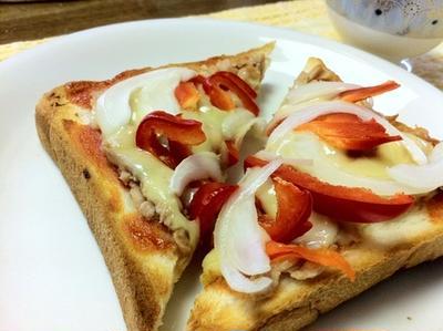 パプリカと玉ねぎのツナチーズトースト
