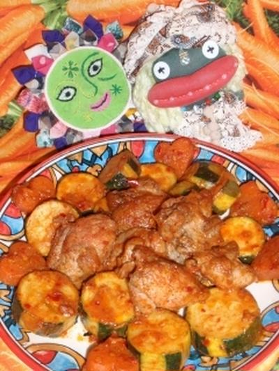 鶏肉とズッキーニの豆板醤炒め&水菜の胡麻おかか炒め(お家カフェ)