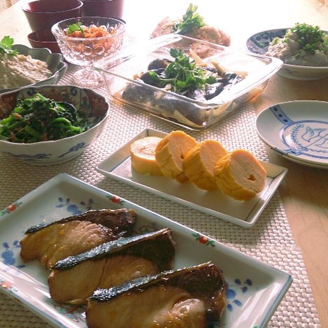 和食な朝ごはんとお義父さんへの荷物。