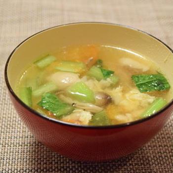 汁ものレシピは、味噌汁と「チキンスープ」をマスターするだけでいい。鶏を煮込んで、味付けは塩、こしょう、しょうゆのみ|パパの料理塾10期4月8日開講@麻布十番