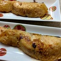 生鮭の塩こうじオリーブオイル焼き&ぬちまーす(塩)でサラダ♪