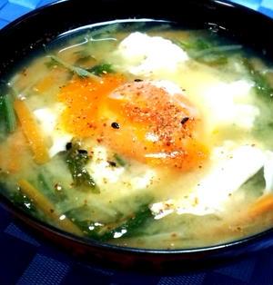 水菜と落とし卵の味噌汁☆