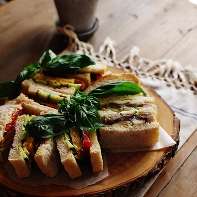 イワシのサンドイッチと厚焼き玉子のサンドイッチ
