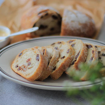 今日のパン ホシノ天然酵母で作る「くるみと干しぶどうのライ麦パン」