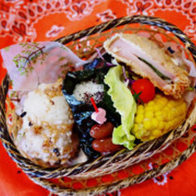 今日の五感弁当・玄米味噌味グラノーラ&自家製ゆかりのおむすび