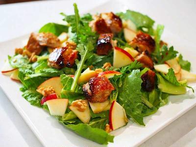 青森りんごと畑のロメインレタスでパワーサラダ