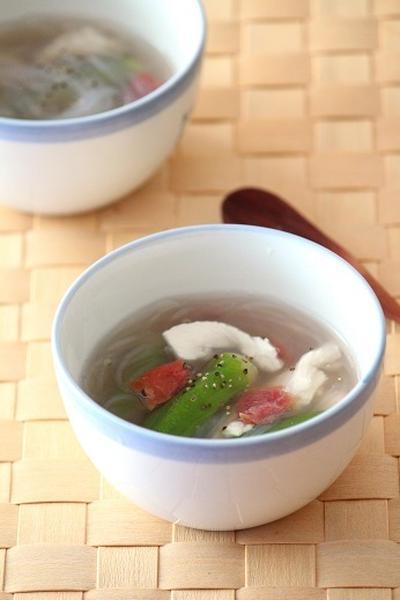 食欲のないときには梅が効いた冷製スープ。